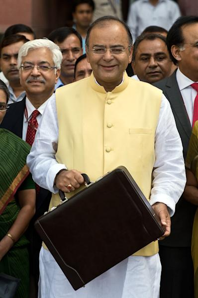 Indian Finance Minister Arun Jaitley leaves his office to table the budget in parliament in New Delhi on July 10, 2014 (AFP Photo/Prakash Singh)