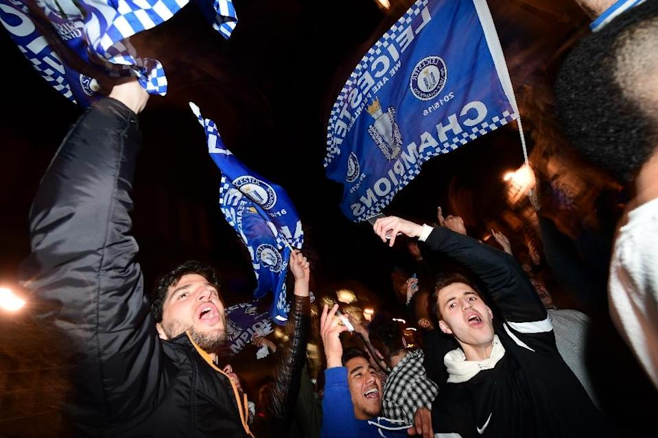 Leicester City fans wave flags as they celebrate their team becoming the Premier League champions in Leicester (AFP Photo/Leon Neal)