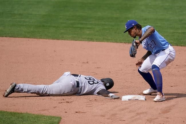 Encarnación homers, White Sox finish 4-game sweep of Royals