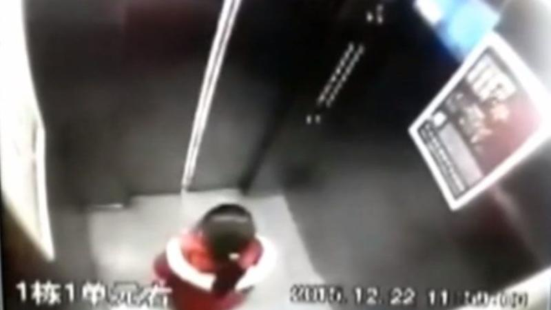 The six-year-old girl waits for the elevator doors to open. Photo: CCTV