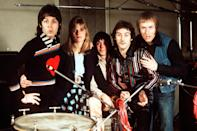 <p>With Linda and Wings bandmates Jimmy McCulloch, Denny Laine and Geoff Britton in 1974.</p>