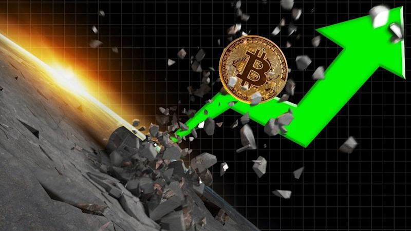 Overnight in the Asian markets, in merely minutes, the bitcoin price climbed from $8,000 to $8,600, unexpectedly recording a 7.4% increase on the day. | Source: Shutterstock