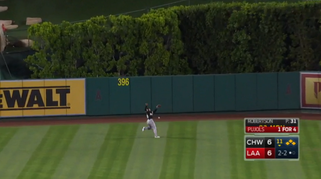 Leury Garcia turned a sac fly into a hilarious loss for the White Sox. Thanks, Leury. (MLB.tv)
