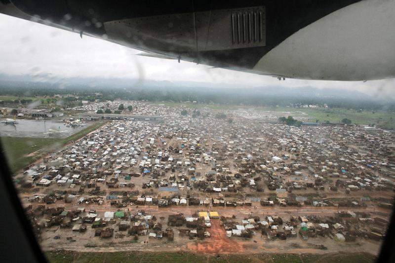This picture released by Caritas International shows an aerial view of the refugee camp at Mpoko airport on March 3, 2014 in Bangui (AFP Photo/Matthieu Alexandre)