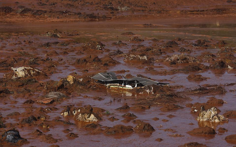 Debris of a house is pictured at Bento Rodrigues district, which was covered with mud after a dam owned by Vale SA and BHP Billiton Ltd burst in Mariana, Brazil, November 6, 2015. A dam holding back waste water from an iron ore mine in Brazil that is owned by Vale and BHP Billiton burst on Thursday, devastating a nearby town with mudslides and leaving officials in the remote region scrambling to assess casualties. The mining company Samarco, a joint venture between top iron ore miners Brazil's Vale and Australia's BHP, said in a statement it had not yet determined why the dam burst or the extent of the disaster at its Germano mine near the town of Mariana in Minas Gerais, south eastern Brazil. REUTERS/Ricardo Moraes TPX IMAGES OF THE DAY