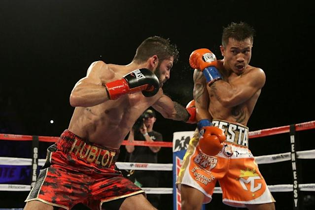 Jorge Linares (L) of Venezuela made the third defence of his title and extended his win streak to 14 straight fights with a unanimous decision over Filipino fighter Mercito Gesta (AFP Photo/JEFF GROSS)
