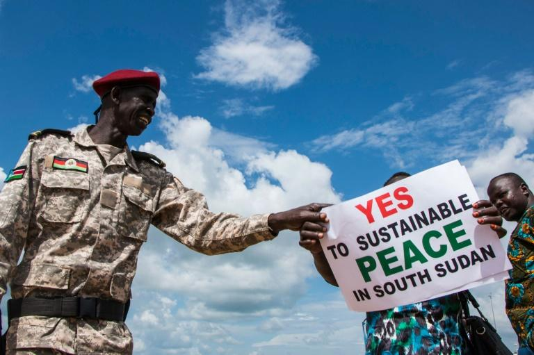 South Sudanese wait for the arrival of South Sudan's President at Juba International Airport (AFP Photo/Akuot Chol)