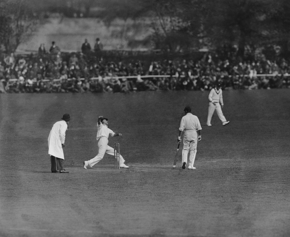 1934:  CHECK HI-RES IF SUPPLYING DIGITALLY Australian spin bowler Clarrie Grimmett (1891 - 1980), the Wisden Cricketer of the Year, 1931.  (Photo by Central Press/Getty Images)
