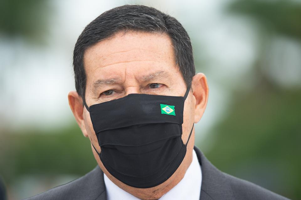 BRASILIA, BRAZIL -NOVEMBER19: BrazilianVice President Hamilton Mourão, looks after Commemorates Brazilian Flag Day amidst the coronavirus(COVID-19) pandemic at the Planalto Palace on November 19, 2020 in Brasilia.Brazil has over 5.945,000 confirmed positive cases of Coronavirus and has over 167,455 deaths. (Photo by Andressa Anholete/Getty Images)