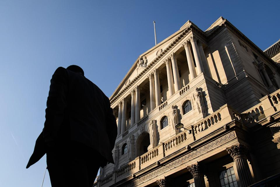 City workers walk past the Bank of England, in the financial district, also known as the Square Mile, on 24 January, 2017 in London, England (Getty Images)