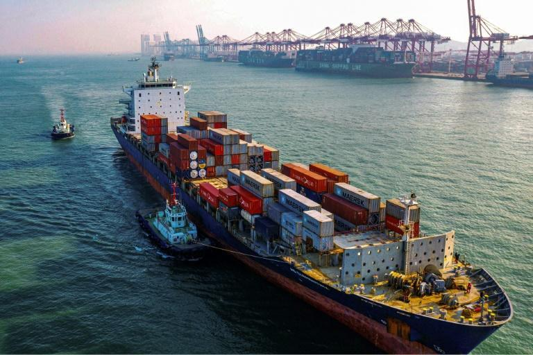 Containerschiff in China