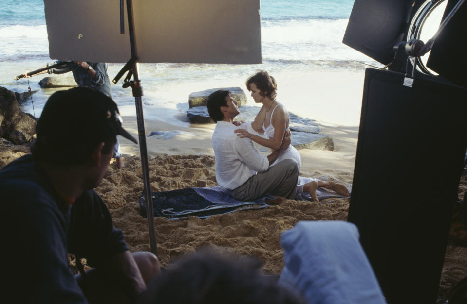 Polish actress Izabella Scorupco films a scene with Irish actor Pierce Brosnan on location on Laguna Tortuguero Beach,  Puerto Rico, for the James Bond film 'GoldenEye', 1995. (Photo by Keith Hamshere/Getty Images)