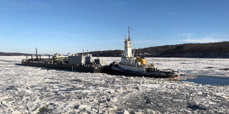 US Coast Guard Cutter Penobscot Bay Hudson River ice icebreaker tug