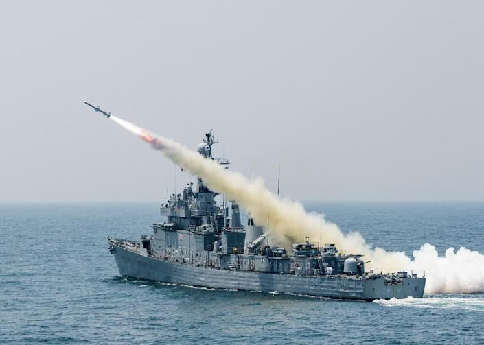 A South Korean navy vessel takes part in a drill off the east coast on May 19, 2015 (AFP Photo/)