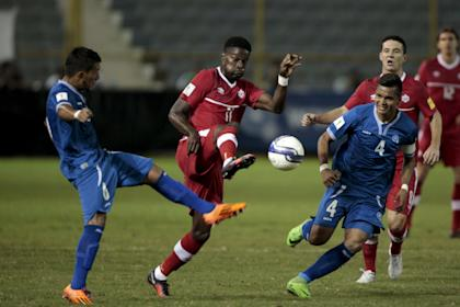 Canada's Tosaint Ricketts (C) fights for the ball with El Salvadr's Juan Barahona and Henry Romero during their 2018 World Cup qualifying soccer match in San Salvador, El Salvador, Nov. 17, 2015. REUTERS/Jose Cabezas