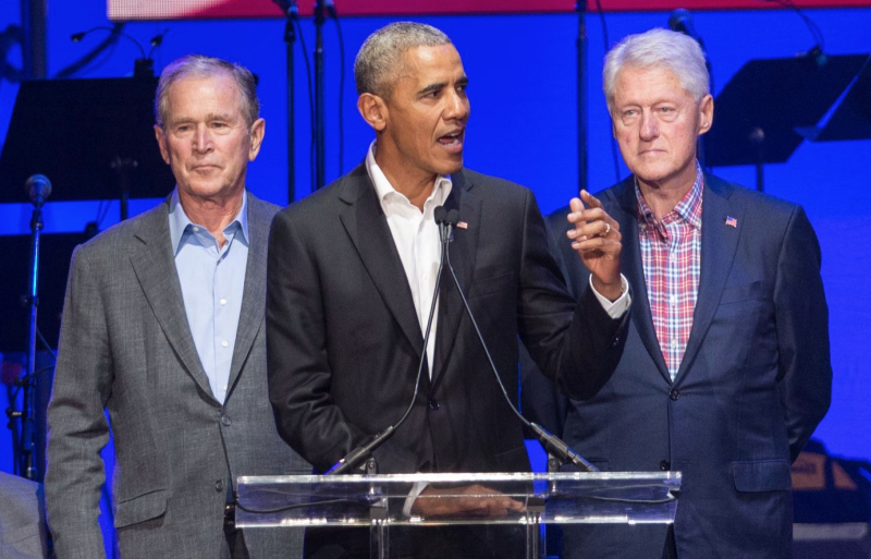 Los expresidentes, George Bush, Barack Obama y Bill Clinton.