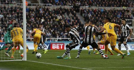 Britain Football Soccer - Newcastle United v Preston North End - Sky Bet Championship - St James' Park - 24/4/17 Newcastle's Ayoze Peres scores their first goal Mandatory Credit: Action Images / Lee Smith Livepic