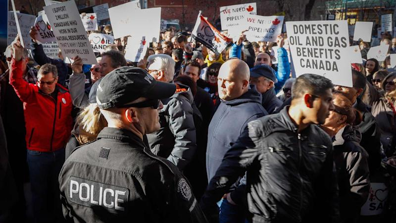 <p>Just a day after the federal government delivered its fiscal update, Justin Trudeau was in Alberta to meet with oil industry leaders as criticism from Canada's oil patch grows. The prime minister was met by angry protesters in Calgary, where thousands gathered to demand action on pipelines.</p>