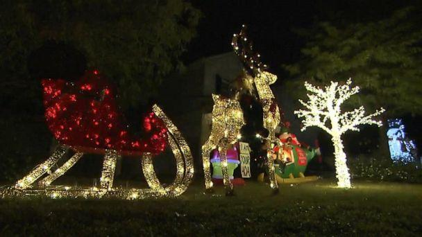 PHOTO: VIDEO: Neighbors clash over pre-Thanksgiving Christmas display (ABCNews.com)