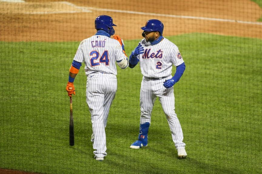 Robinson Cano and Dom Smith near the on-deck circle