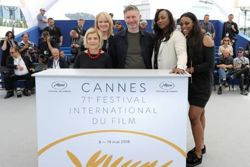 """US producer Nicole David, US producer Lisa Erspamer, British director Kevin MacDonald and US executive producer Pat Houston and her daughter US actress Rayah Houston appeared at a photocall for """"Whitney"""" in Cannes"""