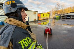 Fumo handling 2000 l/min of water at a pressure of 10 bar controlled by a fire-fighter.
