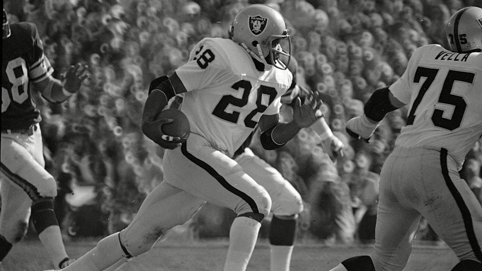 Running back Clarence Davis of the Oakland Raiders is seen during Super Bowl XI action against the Minnesota Vikings at the Rose Bowl in Pasadena, CalifSuper Bowl XI Oakland Minnesota 1977, Pasadena, USA.