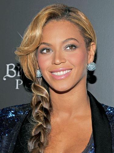 "<div class=""caption-credit""> Photo by: Getty Images</div><div class=""caption-title"">Beyonce</div>The queen of cool's braid is the perfect complement to her sparkly outfit - and it's surprisingly no-fuss. To recreate, part hair slightly off-center, and tease for added texture. Use hair spray for hold, and make a loose braid over one shoulder. ""They key with the braid is to start very low so it doesn't bump out,"" says Palacios. <br> <br> <b>More from REDBOOK:</b> <br> <ul>  <li>  <a rel=""nofollow"" target="""" href=""http://www.redbookmag.com/beauty-fashion/tips-advice/winter-accessories?link=rel&dom=yah_life&src=syn&con=blog_redbook&mag=rbk""><b>100 Cute, Affordable Winter Accessories</b></a>  </li>  <li>  <a rel=""nofollow"" target="""" href=""http://www.redbookmag.com/beauty-fashion/tips-advice/celebrity-makeup-looks?link=rel&dom=yah_life&src=syn&con=blog_redbook&mag=rbk""><b>The 50 Most Iconic Beauty Looks of All Time</b></a>  </li> </ul><b><a rel=""nofollow"" href=""http://www.redbookmag.com/beauty-fashion/iconic-beauty-how-to?link=rel&dom=yah_life&src=syn&con=blog_redbook&mag=rbk""></a></b>"