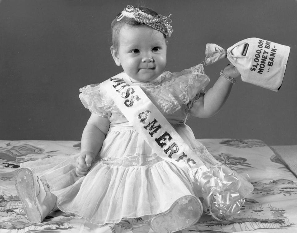 <p>Parents consistently loved 80s-favorites Michael, Christopher, Matthew, Jessica, Ashley, and Jennifer. This was also a hot year for the name Laura, coming in at No. 14. For some, this could have been a tribute to Laura Harring, who became the first Latina woman crowned Miss USA that year.</p>