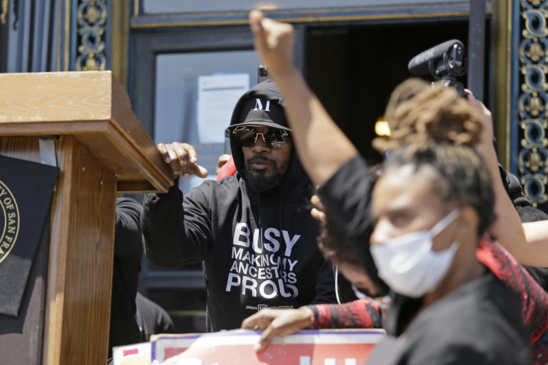 """Jamie Foxx takes part in a """"Kneel-In"""" to protest police racism on the steps of City Hall, Monday, June 1, 2020, in San Francisco. Hundreds watched the noon time demonstration. (AP Photo/Eric Risberg)"""