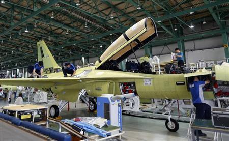 Engineers assemble a FA-50, South Korea's first home-built light fighter, at an assembly plant of the Korea Aerospace Industries (KAI) in Sacheon, about 440 km (273 miles) southeast of Seoul August 14, 2013.REUTERS/Lee Jae-Won