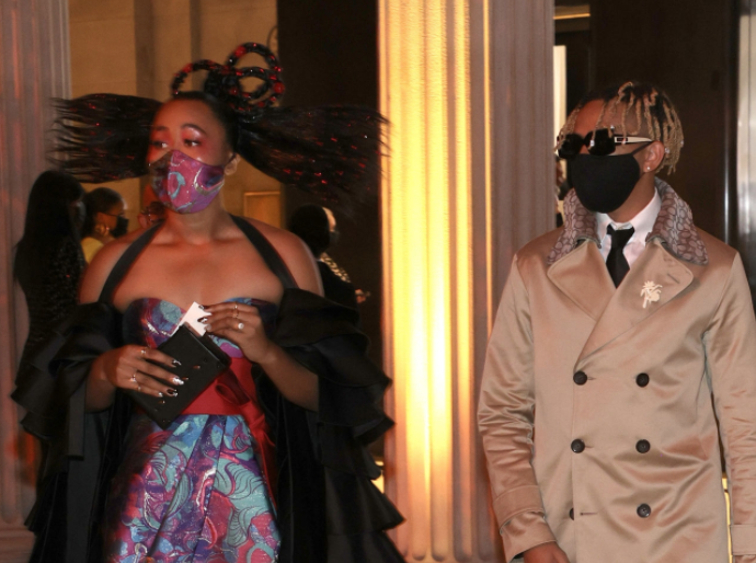 A close up of Naomi Osaka and Cordae Dunston as they enter the Met Gala wearing face masks