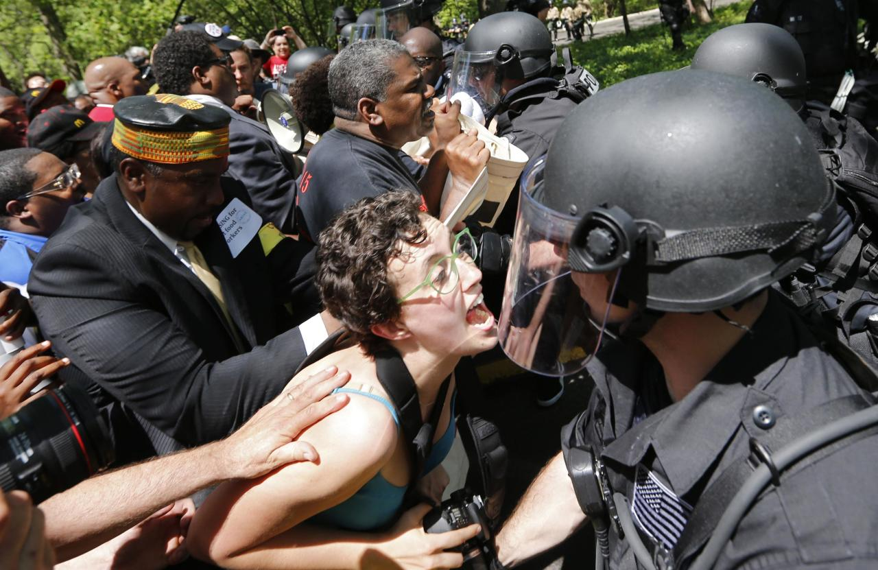 Demonstrators clash with police during a protest at McDonald's headquarters in Oak Brook, Illinois, May 21, 2014. Workers were calling for higher wages and better work conditions. REUTERS/Jim Young (UNITED STATES - Tags: BUSINESS EMPLOYMENT POLITICS CIVIL UNREST TPX IMAGES OF THE DAY)