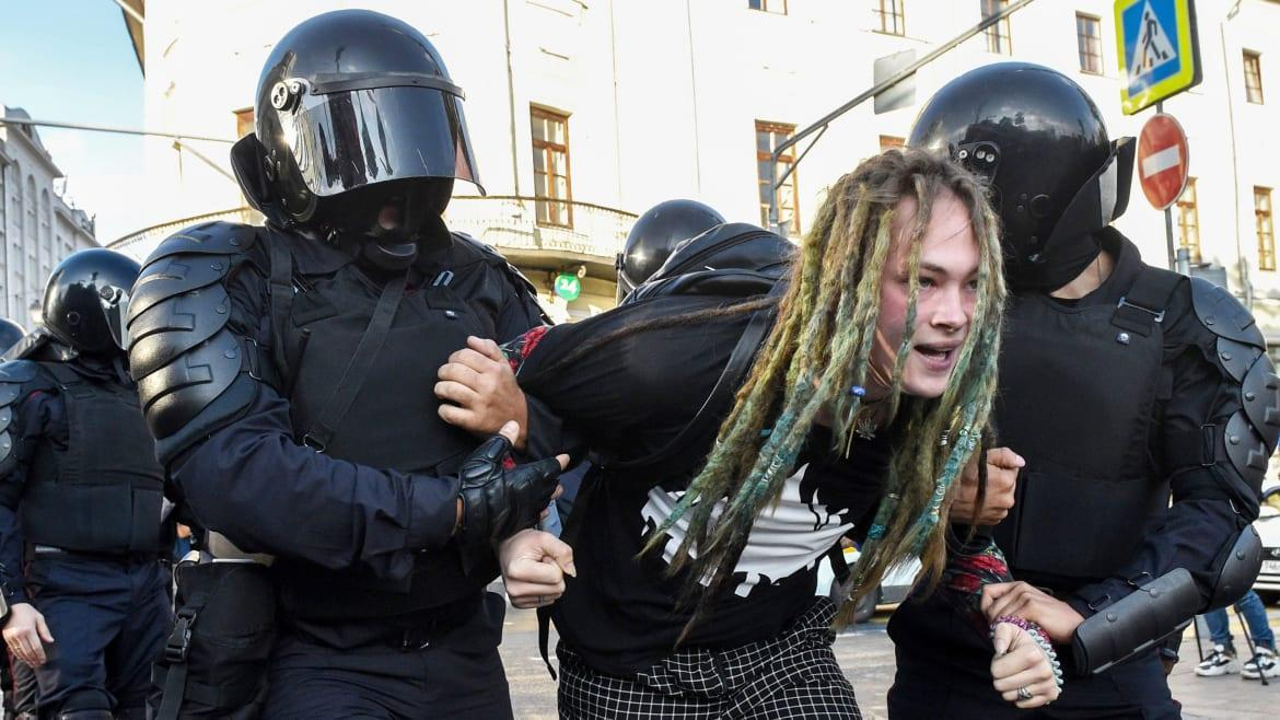 Photo of Avenue Protests Would possibly Convey Down Putin—Or Make Him Even Extra Harmful to U.S.
