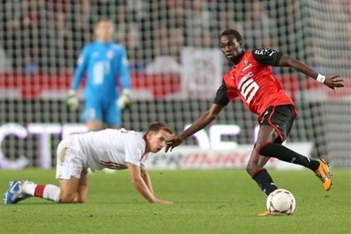 Rennes' forward Jonathan Pitroipa challenges for the ball with Lille's midfielder Benoit Pedretti, down, during their french League One soccer match in Rennes, western France, Friday, Sept. 28, 2012. (AP Photo/David Vincent)