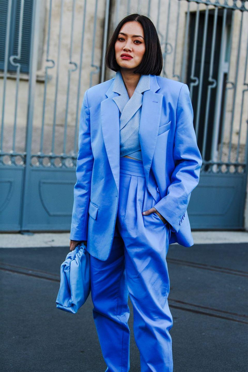 <p>It's incredibly eye-catching to wear one tone head-to-toe. We love this very special blue on Tiffany Hsu.</p>