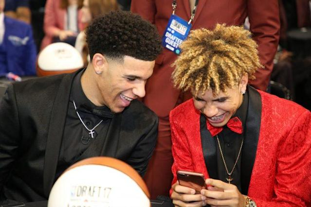 Lonzo and LaMelo Ball react to an NBA prospect's cringe-worthy tweet, probably. (Getty)