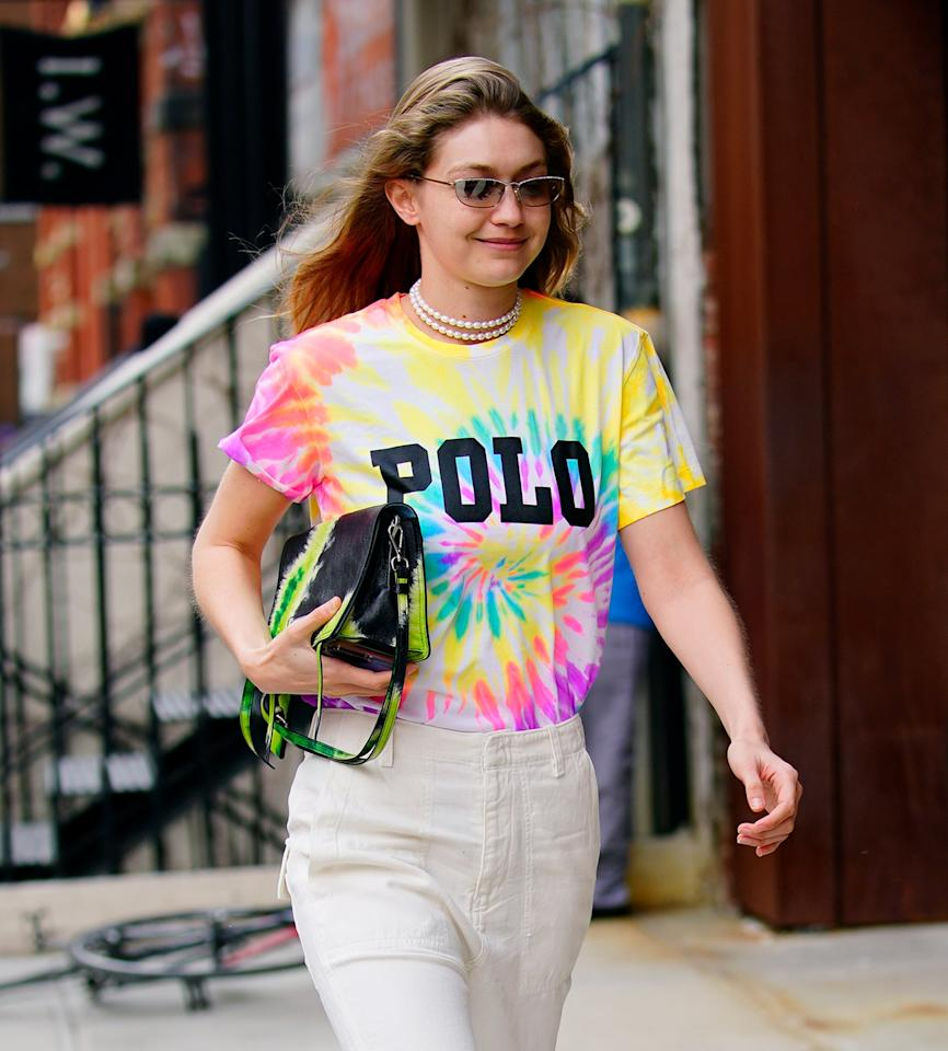 <p>Looking to dress up your favorite t-shirt? Look to Gigi Hadid. The supermodel styled her pearl choker with a tie-dye Polo shirt and Prada bag.</p>