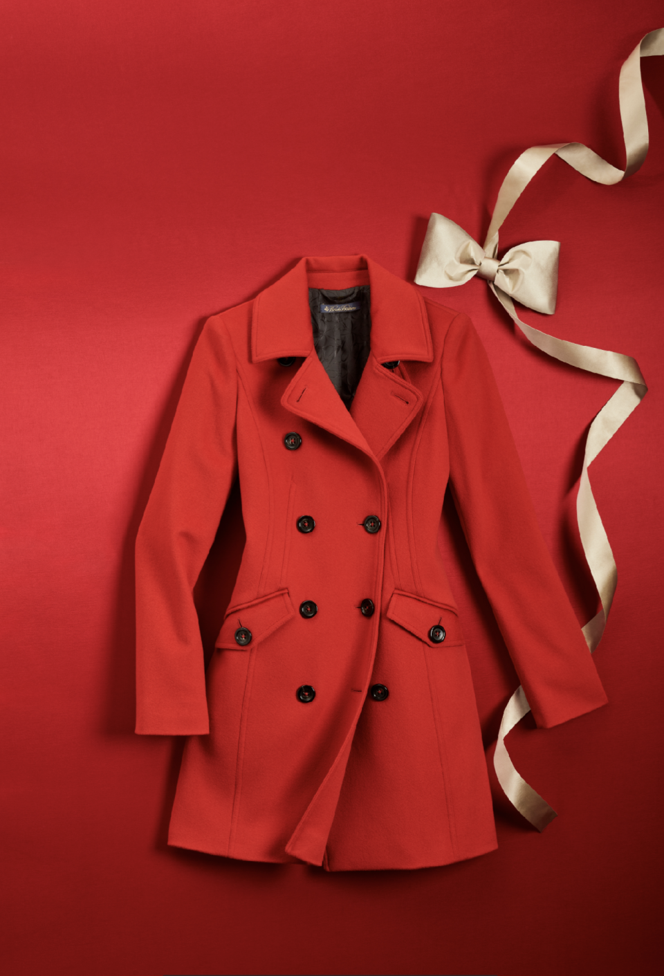 <p><span>Having a wintry Christmas? Stay warm in this gorgeous red peacoat that's bound to make heads turn. </span> </p>
