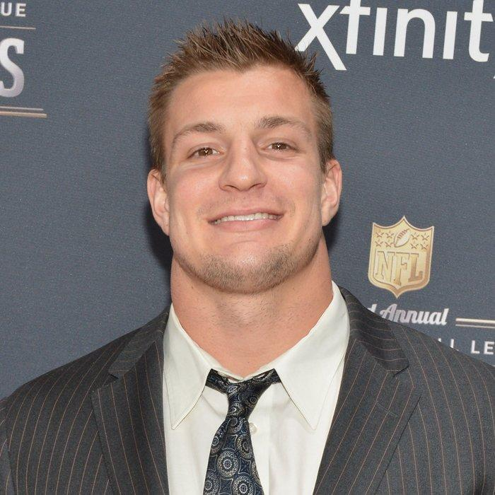 <p><strong>Position: </strong>Tight end<br><strong>Relationship status: </strong>Single<br><strong>What makes him so sexy: </strong>If you like to party, it wouldn't be so bad to have this hot NFL player on your arm. </p>