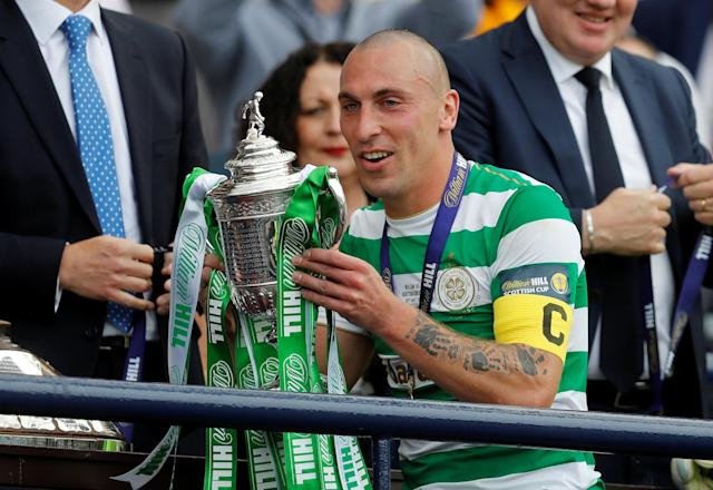 Soccer Football - Scottish Cup Final - Celtic vs Motherwell - Hampden Park, Glasgow, Britain - May 19, 2018 Celtic's Scott Brown lifts the trophy as he celebrates after winning the Scottish Cup REUTERS/Russell Cheyne