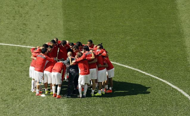 Chile players meet before a group B World Cup soccer match between the Netherlands and Chile at the Itaquerao Stadium in Sao Paulo, Brazil, Monday, June 23, 2014. (AP Photo/Thanassis Stavrakis)