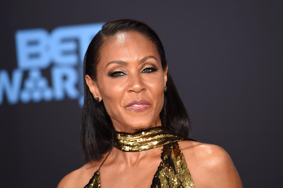 Actress Jada Pinkett-Smith poses upon her arrival at the BET Awards ceremony, on June 25, 2017, in Los Angeles, California. / AFP PHOTO / CHRIS DELMAS        (Photo credit should read CHRIS DELMAS/AFP via Getty Images)