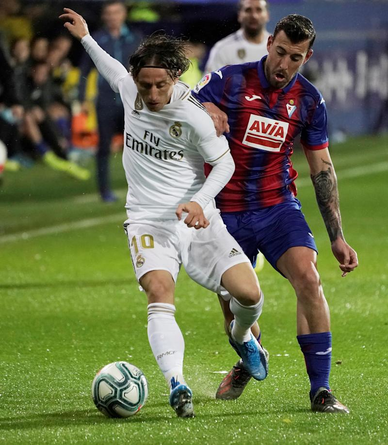 Soccer Football - La Liga Santander - Eibar v Real Madrid - Ipurua Municipal Stadium, Eibar, Spain - November 9, 2019 Real Madrid's Luka Modric in action REUTERS/Vincent West