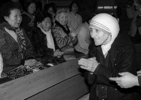 Mother Teresa is welcomed by aged women lepers on arriving at St. Lazarus Leprosy Village's church in Shinhung, Korea on January 27, 1985. REUTERS/Tony Chung