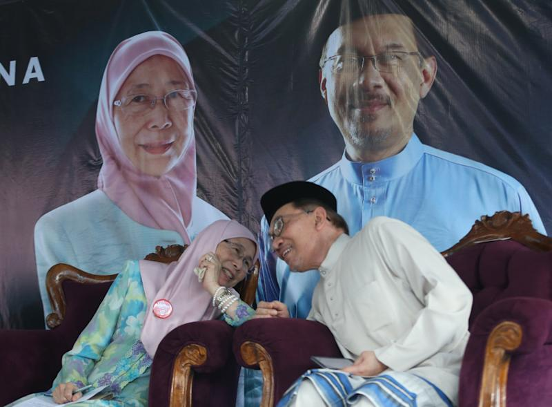 Iskandar's statement came in light of rumours that Dr Wan Azizah will be vacating her Pandan seat in favour of Anwar. — Picture by Razak Ghazali