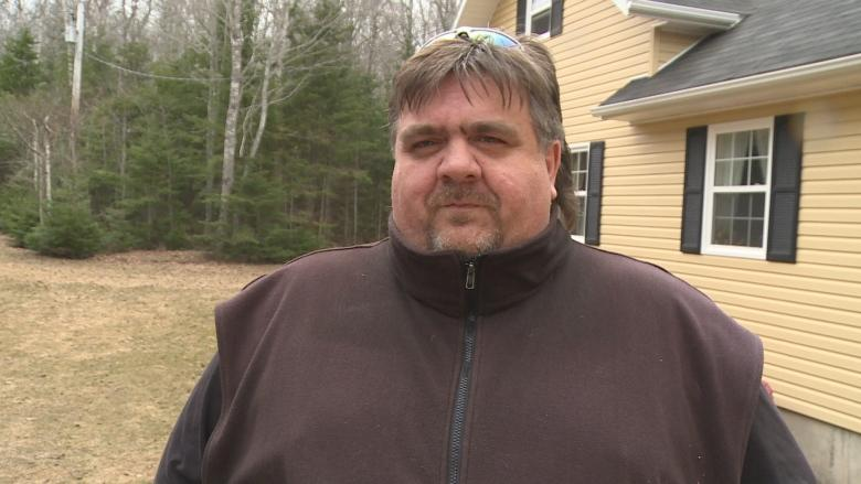 'It's quite frustrating': North shore residents asking why nearby subdivision getting better internet
