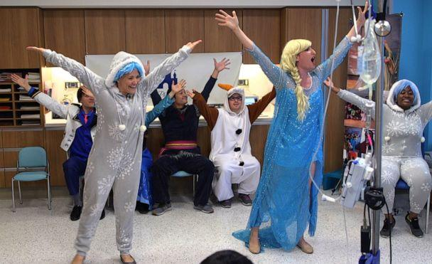 PHOTO: Performers sing popular songs while teaching therapeutic choreography. (ABC News)