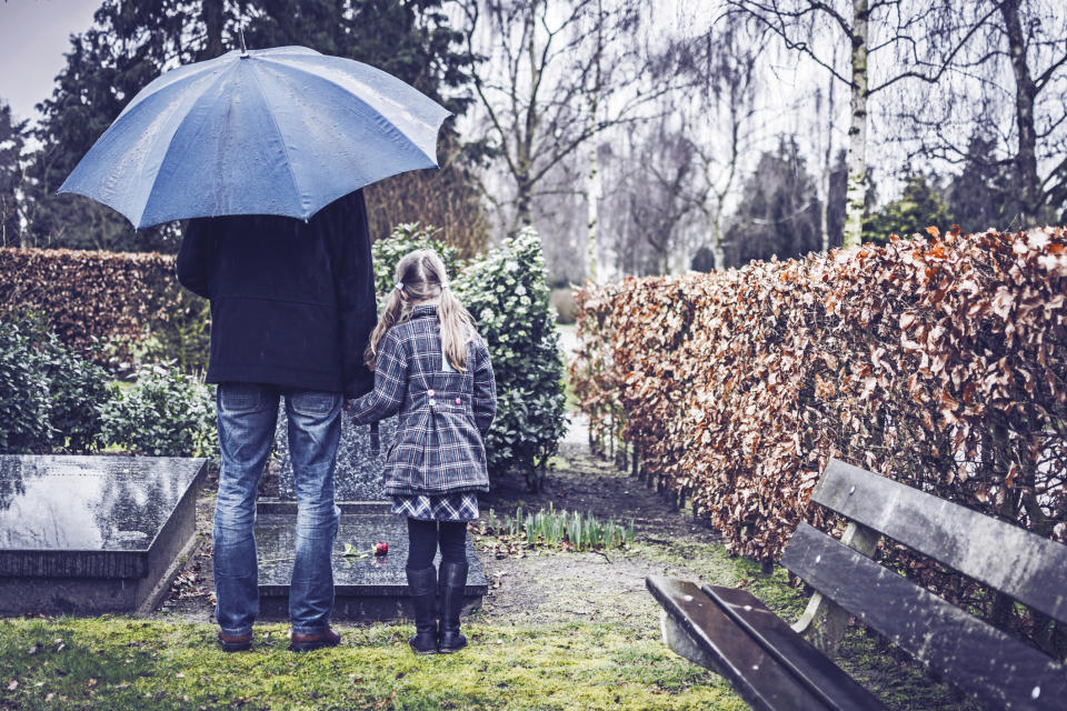 How to help a child with grief and bereavement. (Getty Images)