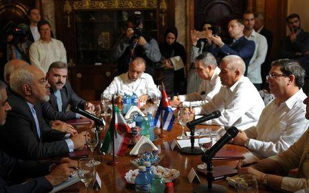 Cuba's Foreign Minister Bruno Rodriguez (R) and Iran's Foreign Minister Mohammad Javad Zarif (L) sit at a table for talks in Havana, Cuba, August 22, 2016. REUTERS/Stringer